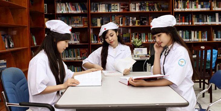 sinh viên cao đẳng y dược